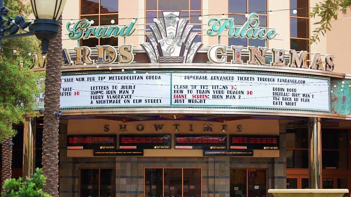 Regal Theater Santa Clarita Valencia Town Center
